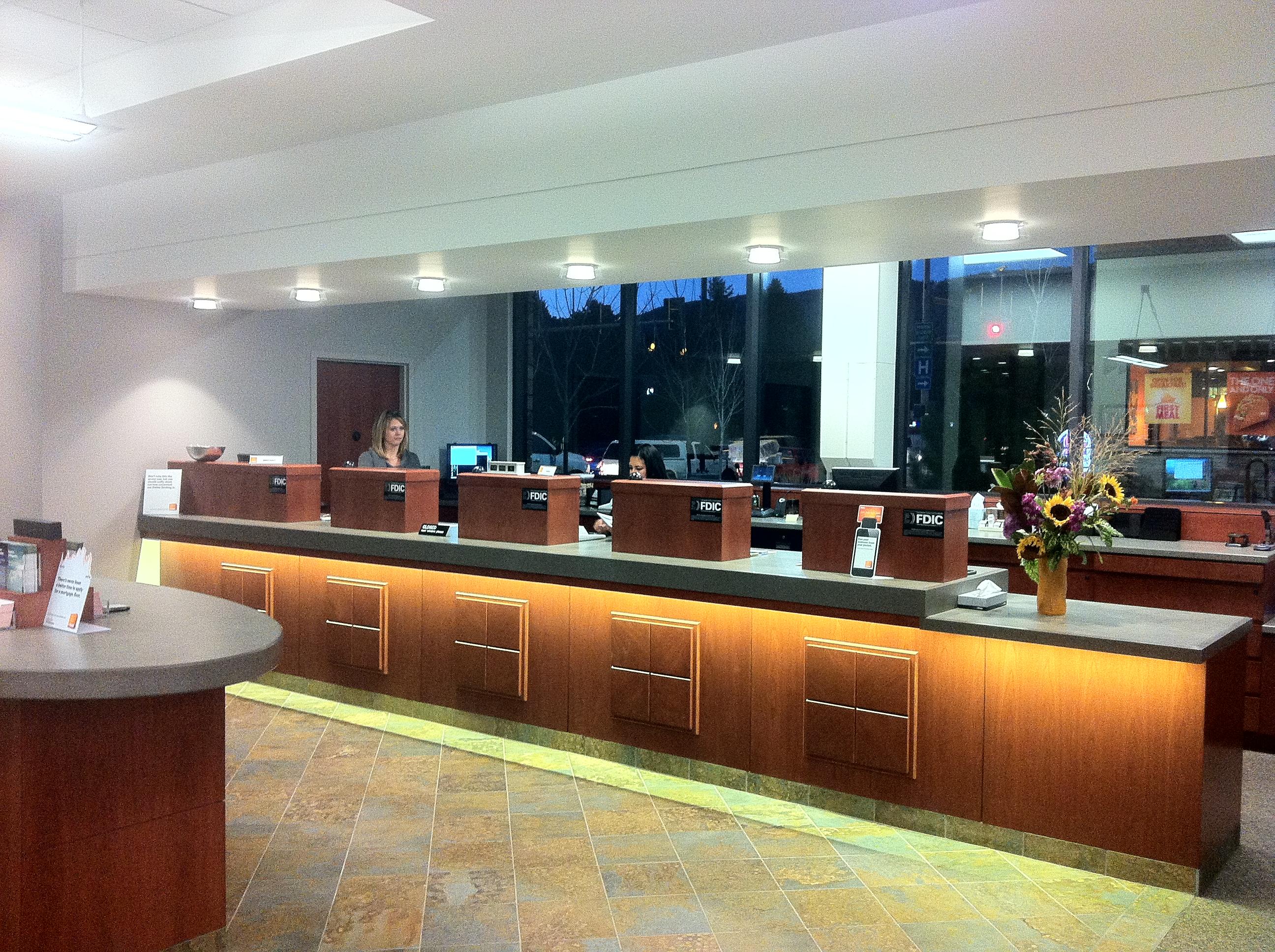 1st bank teller line glenwood springs co alpenglow sustainable lighting design. Black Bedroom Furniture Sets. Home Design Ideas